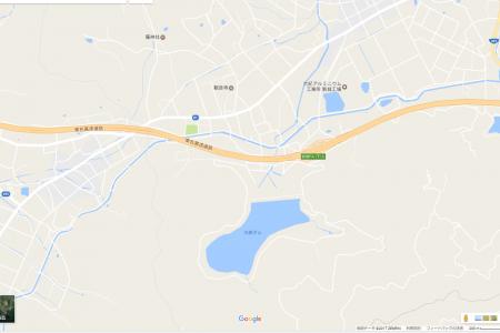 東名、新城PA付近でバスと乗用車で謎の大破事故。負傷者有りで通行止めへ
